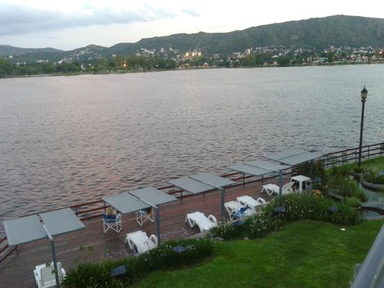 Lake Buenavista Resort: deck a orillas del lago