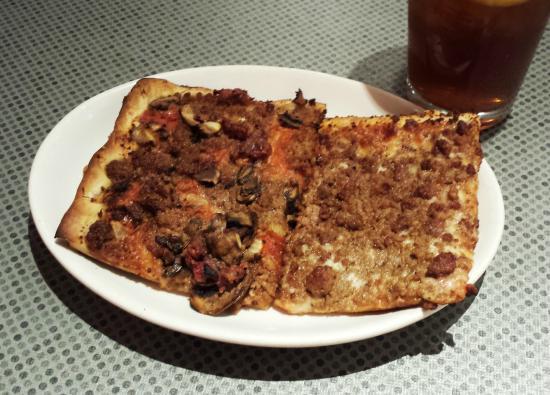 La Casa Pizzeria: lunch