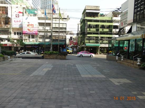 Marvel Hotel Bangkok Parking Area Taxi Stand