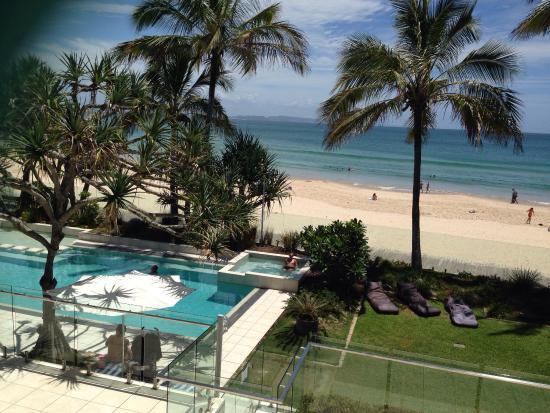 Fairshore Beachfront Apartments: View from room of beautiful Noosa Beach