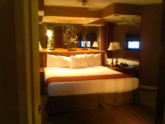 Amazing Legacy Vacation Resorts Lake Buena Vista: BEAUTIFUL BEDROOM SUITE WITH IN  ROOM JACUZZI!
