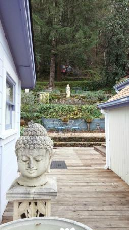 Lavender Hill Spa: Peaceful gardens in the back