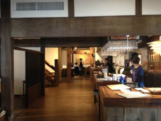 Mokichi Trattoria : レストランの中。広い古民家の雰囲気が良いです