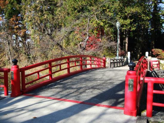 Yonezawa Castle Ruins / Matsugasaki Park: 菱門橋周辺も良い景色です