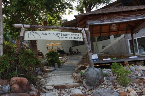 Rantee Cliff Beach Resort: Ingresso alla struttura dal mare