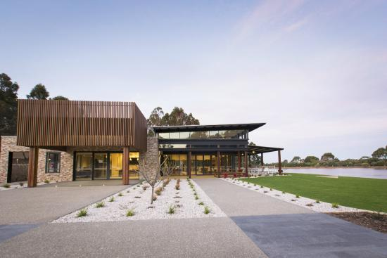 Eight Willows Retreat: Brand New Lake Side Function Centre