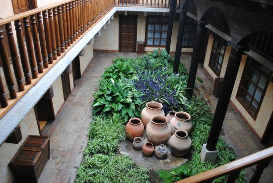 Hotel Casavieja: Uno de los patios del hotel
