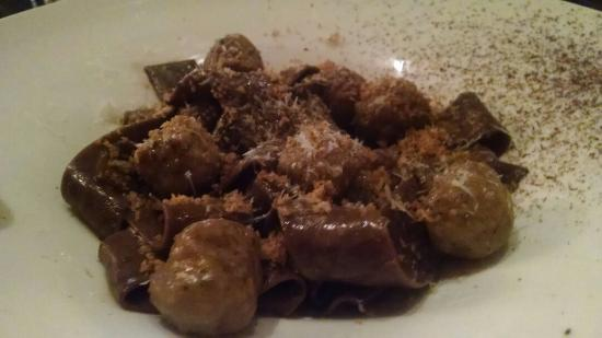 Alex Italian Restaurant: Meatballs with cocoa papardelle - delicious!