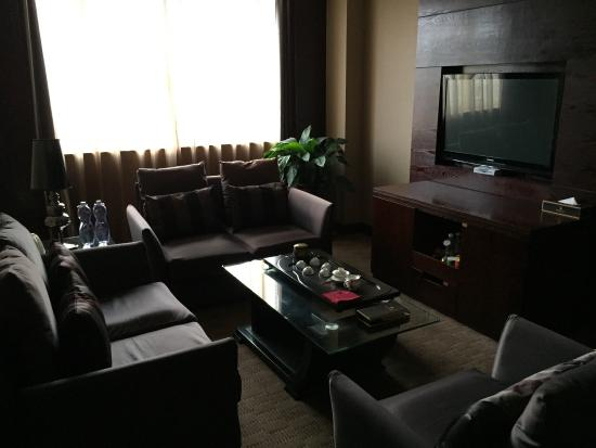Dehua County, China: Lounge in suite room