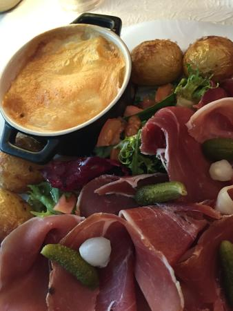 O Piment Rouge : Camembert Main Course