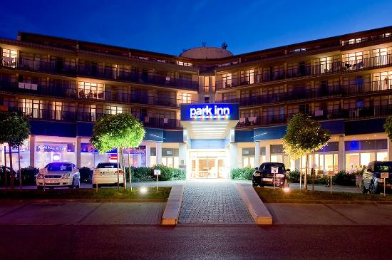 Park Inn by Radisson Sarvar Resort & Spa: Hotel entrance