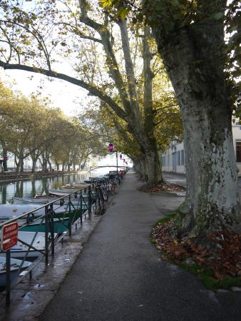 Hotel Novotel Annecy Centre Atria : Canal leading to the Lake of Annecy