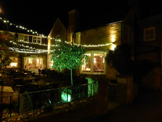 White Hart Royal Hotel: Courtyard