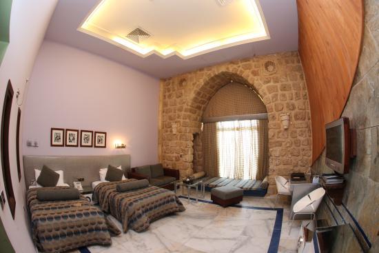 Assaha Hotel: modern room