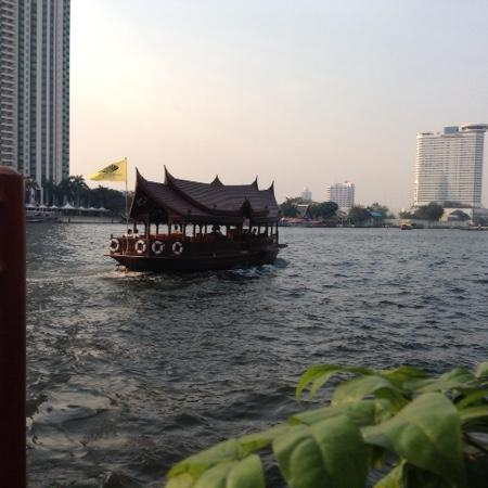Shangri-La Hotel,Bangkok: Free River Transfer to night market