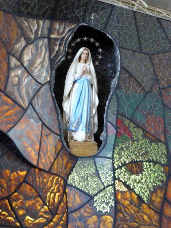 Santuario de la Virgen de Lourdes: Ntra Sra de LOURDES / ALTAR