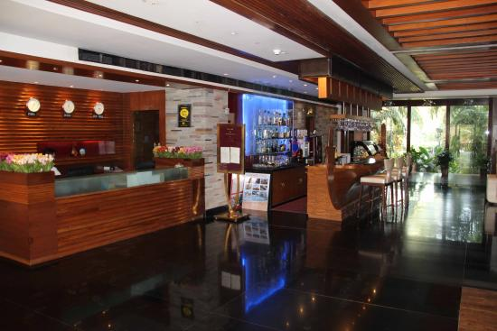 Godwin Hotel: Front Desk