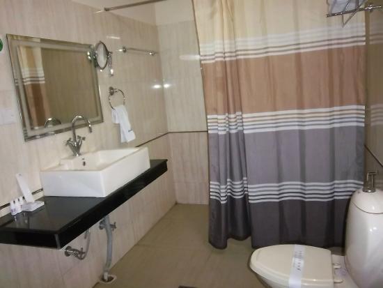United 21 Grassland Resorts: The bathroom