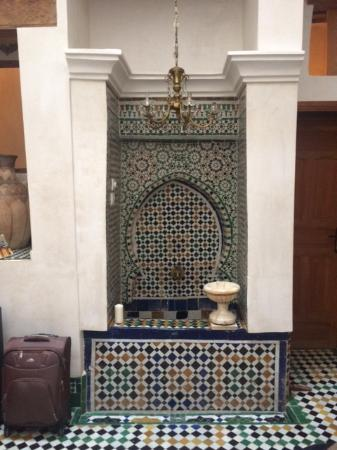 Dar Houdou Guest House : Fuente del patio central