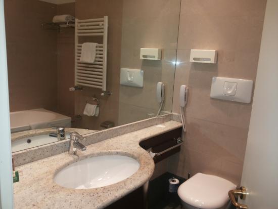 Bagno elegante e pulito foto di hotel bologna le siepi san lazzaro di savena tripadvisor - Hotel ristorante bologna san piero in bagno ...