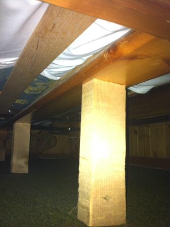 Alpadze Lou Kra: Câles en bois sous le lit
