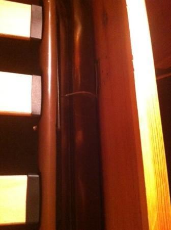 Alpadze Lou Kra: sommier attaché avec du fil de fer