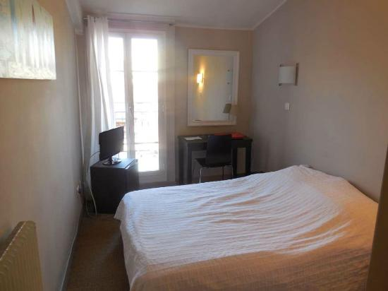Hotel Solara : Chambre et accès terrasse