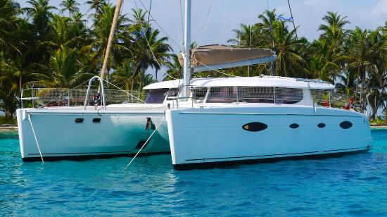 El Porvenir, ปานามา: Crewed catamaran charter services