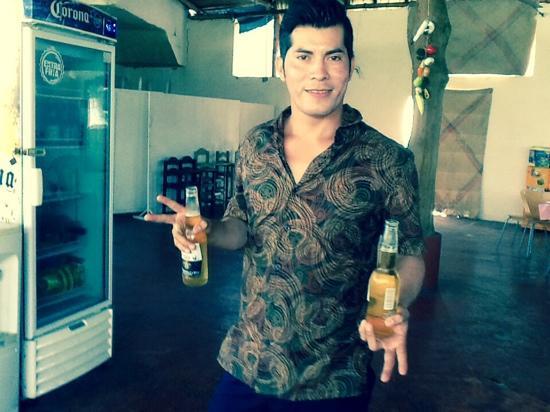 El Tropicano Acapulco : alex waiter recently single