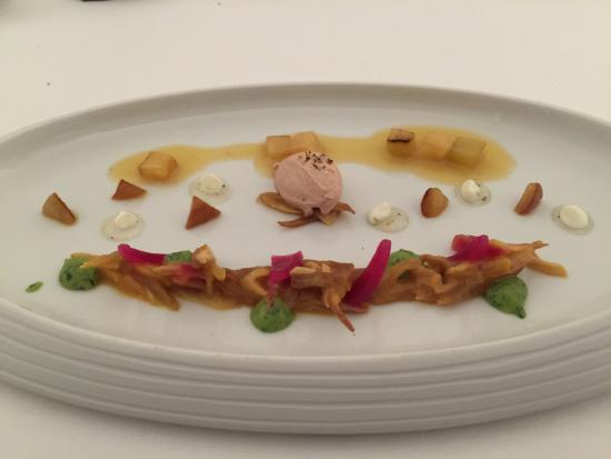 Kastell: Cremiges und Karamelisiertes von der Dattel mit Aubergine und Mirin