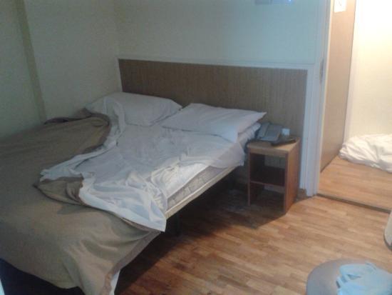 โรงแรมอาเรียนน่า: Room