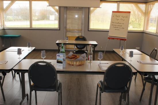 Kyriad Dijon - Longvic : Salle séminaire