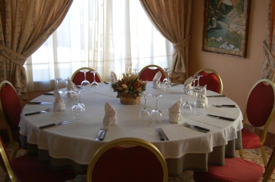 Comedor Mesa redonda - Picture of Hotel Balfagon, Calanda - TripAdvisor