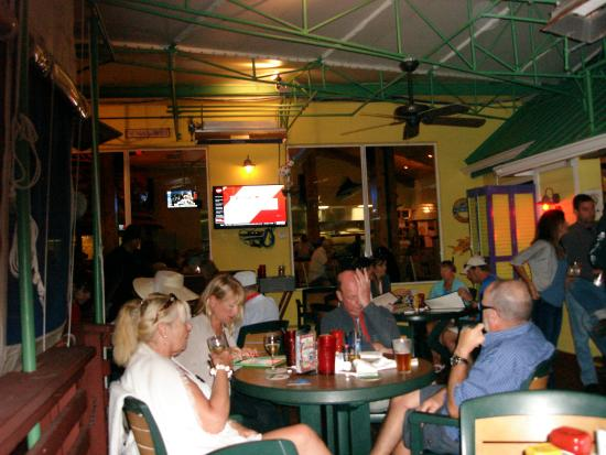 Pilot House : Dinner crowd
