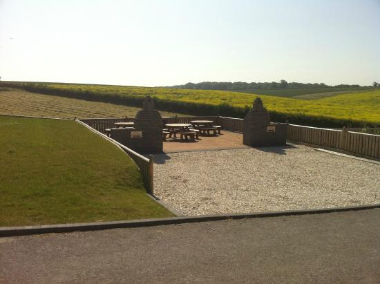 Red House Farm Cottages: The BBQ area