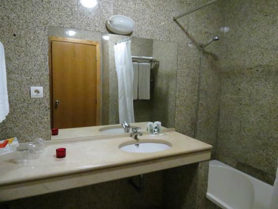 Hotel Dom Jorge De Lencastre: CASA DE BANHO