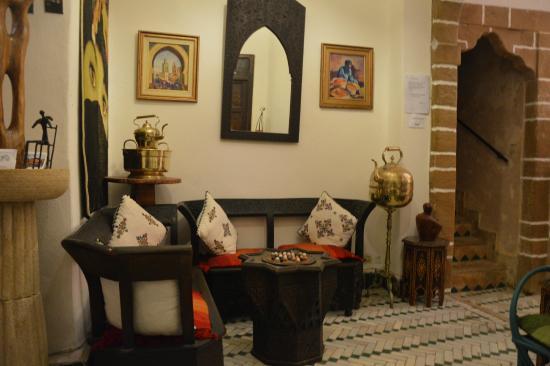 Salon Marocaine Avec Cheminee Picture Of Dar El Qdima Essaouira