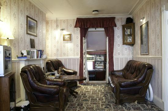 Molyneux Guest House: Guest Lounge