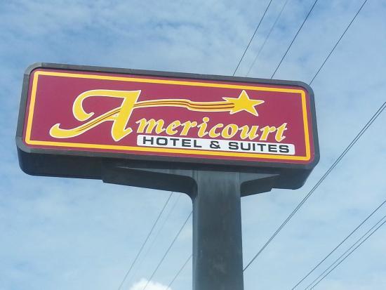Americourt Hotel: Sign
