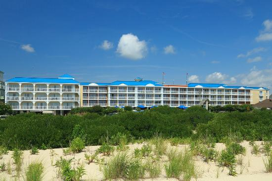 La Mer Beachfront  Inn: We are located across the street from the gorgeous beach.