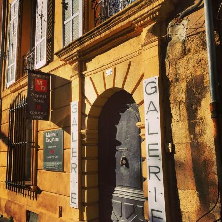 Maison Dauphine: Front entrance