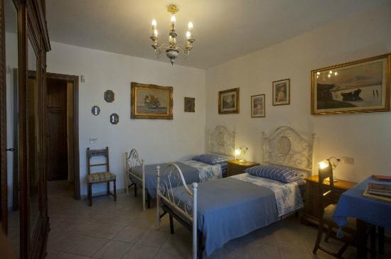 Alfieri Bed and Breakfast: Camera matrimoniale conn bagno interno