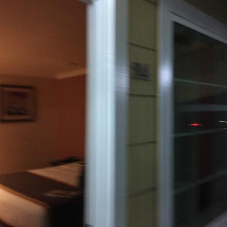 Monterey Surf Inn: Entrada quarto