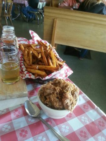 Stu Miller's Pig Feathers BBQ: pulled pork and sauce
