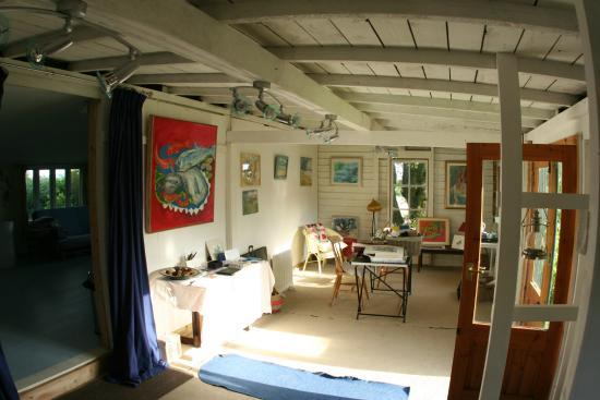 Whitfield Farmhouse B&B: The art studio,art classes & materials available