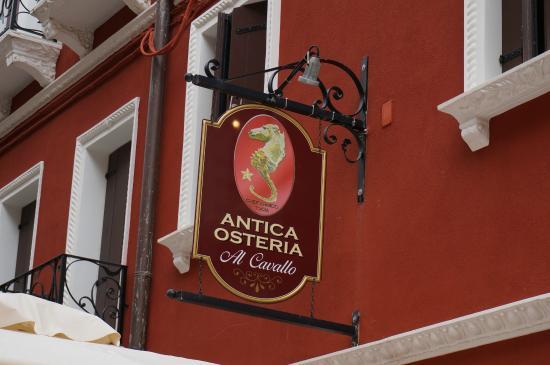 Antica Osteria Al Cavallo: La targa dell'Osteria in Calle