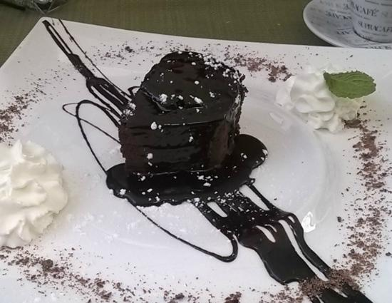 RESTAURANTE MIL SABORES: Our dessert - Brownies - delicious