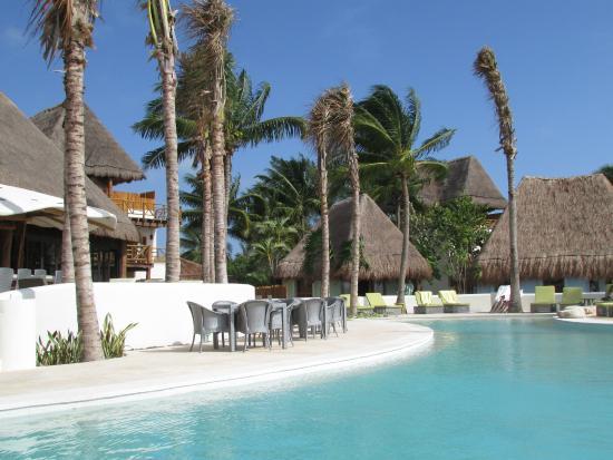 Mahekal Beach Resort: Las Olas pool area