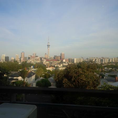 SidArt : There's a lovely view of Auckland from one table at least