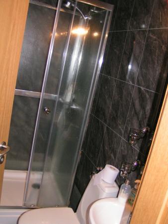 4th Floor Hotel : bathroom